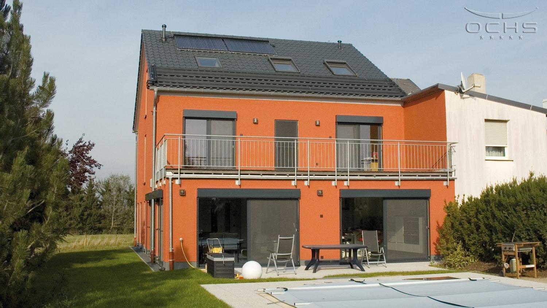 Wohnhaus in Holzbauweise in Noertzange - Garten mit Pool