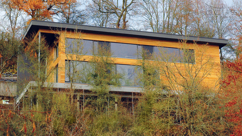 Wohnhaus im Steilhang