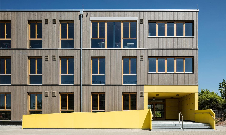 Collège mobile à trois étages